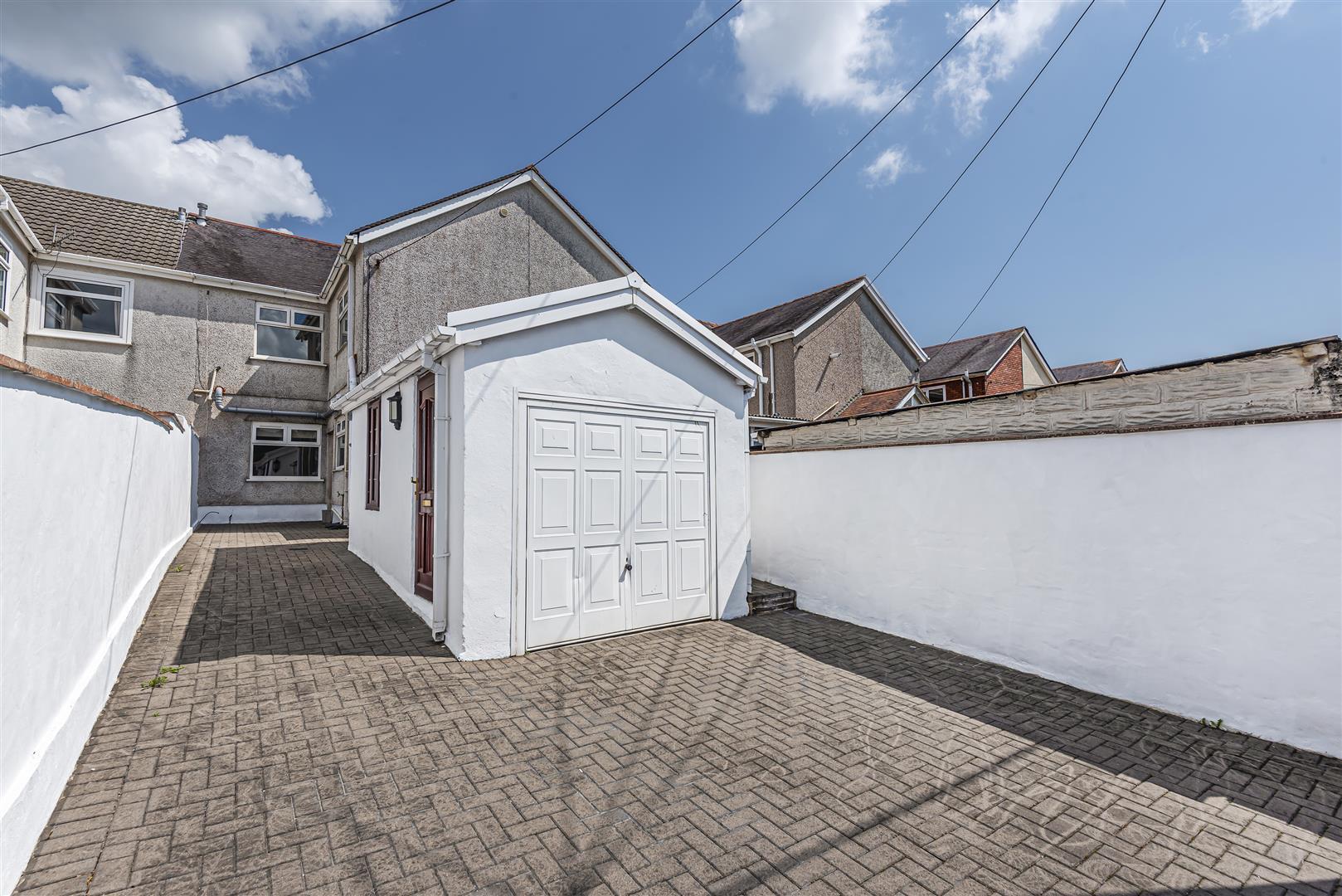 Kelvin Road, Clydach, Swansea, SA6 5JR